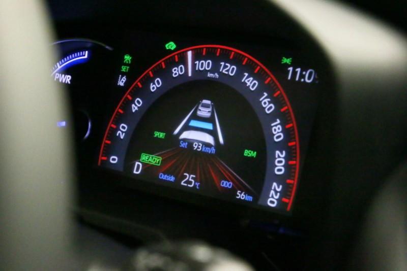 ACC主動跟車功能僅能在30 km/h~180 km/h的條件下作動