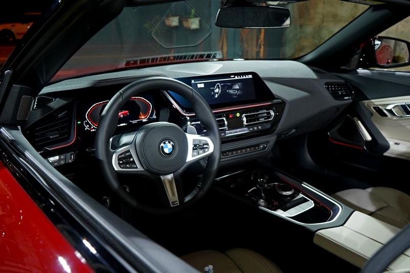 10.25吋數位儀表與10.25吋中控螢幕是標配,猶如半自動駕駛的Personal CoPilot系統也有提供。