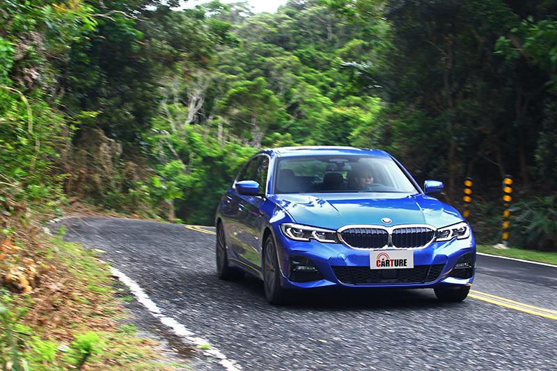 BMW Personal CoPilot向來被認定是駕馭輔助機智的巔峰之作,哪有理由不第一時間好好試試?