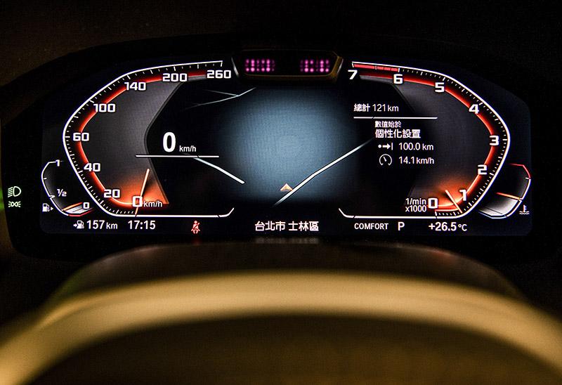 12.3吋虛擬數位儀錶與主動車距定速控制、主動車道維持輔助等主動安全配備,不用說當然是M850i標配。