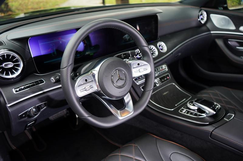 多功能方向盤可提供主動巡航、語音控制、音響、電話等系統之操作