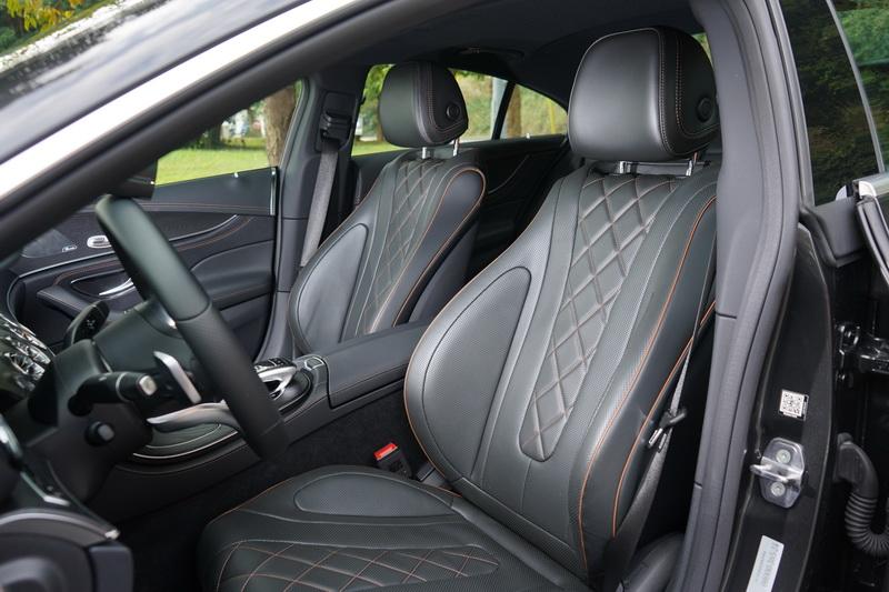 菱格紋座椅襯托出CLS低調奢華的非凡氣度