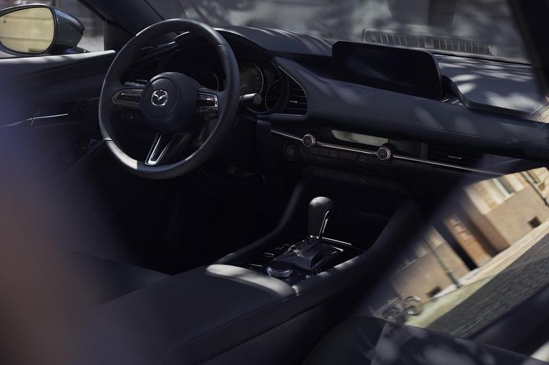 新世代座艙比以往更為簡約,但卻有更高級的視覺與觸感氛圍。