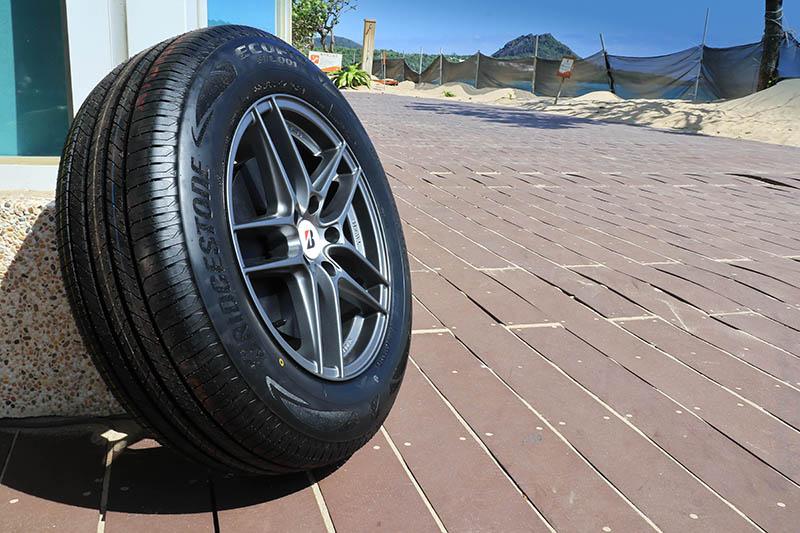 與先前的EP850產品相較,無論濕地操控、濕地煞車與磨耗壽命皆獲得大幅提升。