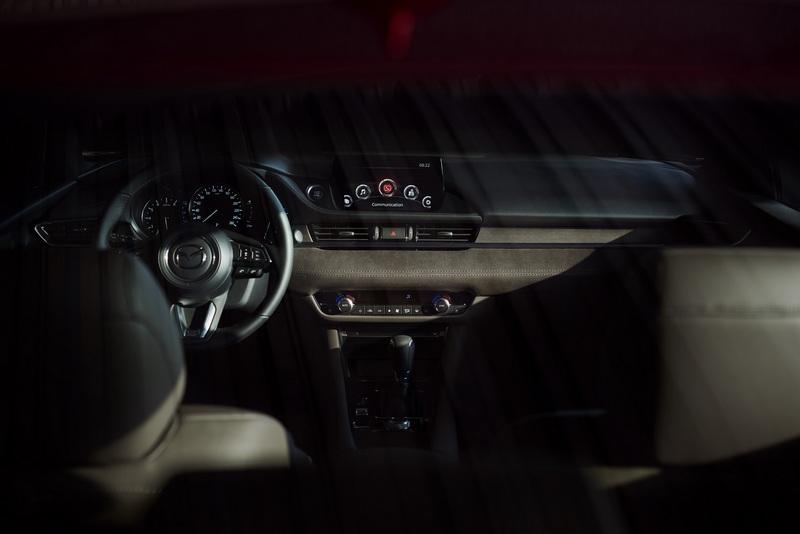 Mazda6全車系搭載MRCC全速域主動車距控制巡航系統、BOSE®環繞音響系統、Windshield HUD前檔投影式全彩抬頭顯示器。