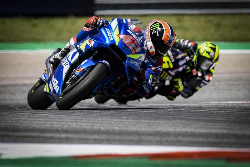 Rins於倒數第4圈超越Rossi,最終拿下難得分站冠軍。