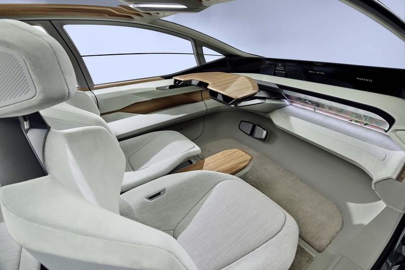由於具備Level 4自動駕駛,所以設計也偏向以休息為主。