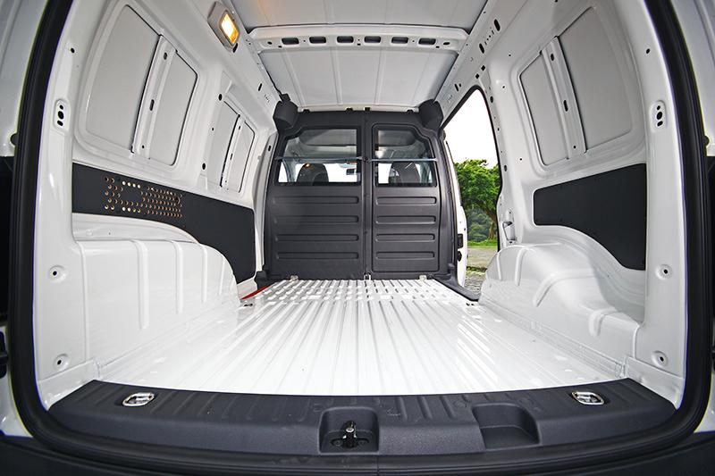 貨艙長寬為1,779mm x 1,170mm,大約是一張單人床加大的空間。