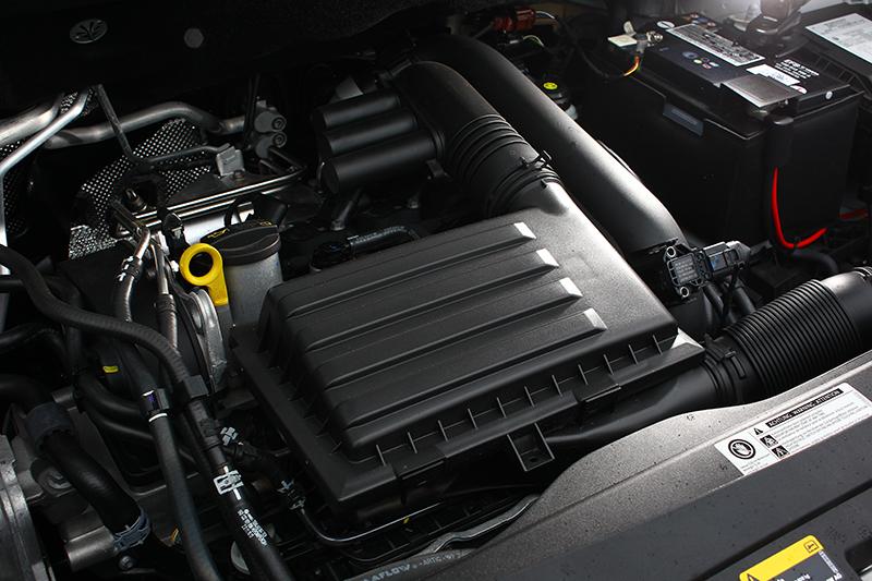 排氣量僅1197c.c.的Caddy Van具備缸內直噴渦輪增壓動力,84hp與16.4kg-m輸出已然夠用。