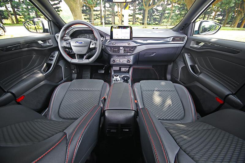 全新編排設計的座艙格局,帶來更寬闊明亮的視覺感受。
