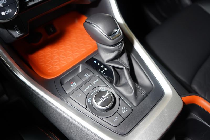 配置的是更具樂趣的Direct Shift 8速手自排變速箱