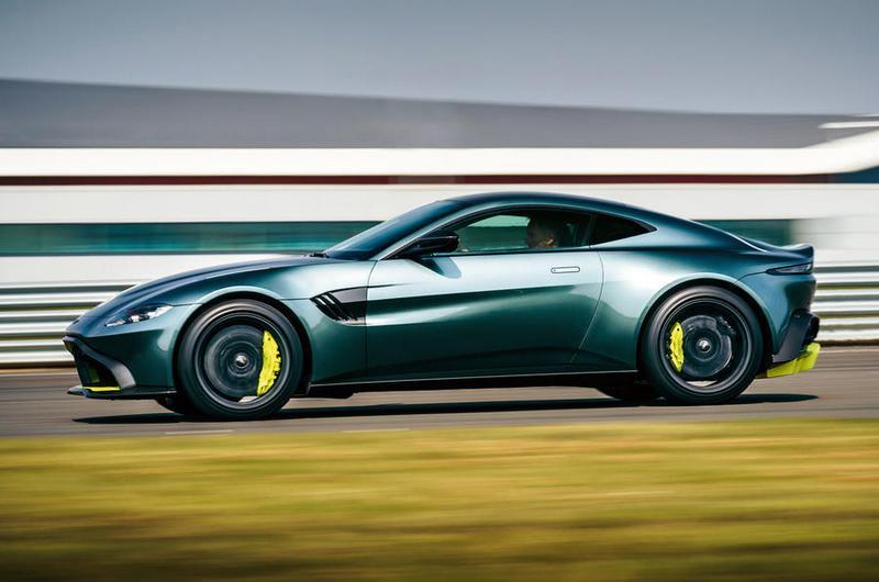 扭力雖調降但車身重量更輕,因此也有4秒百公里加速表現。