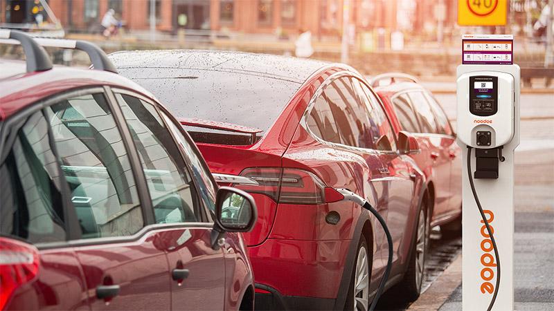 英國氣象委員會提議政府2030年禁止銷售燃油車。