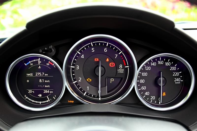 小改車型導入TFT全採多功能儀表,讓顯示資訊更豐富。