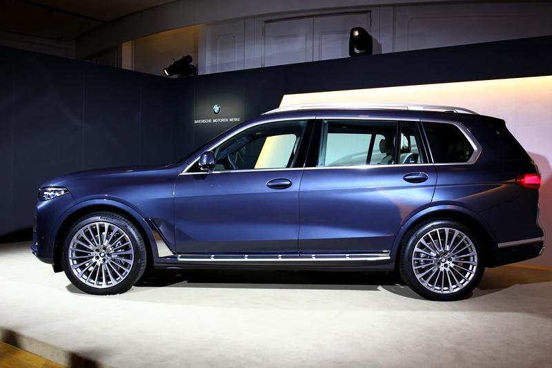 簡約精實的車側線條是BMW全新設計語彙,也替X7展現自信沉穩的魅力。