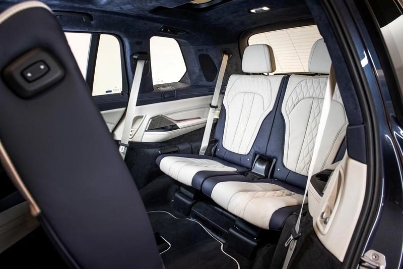 第二排座椅均可電動前後調整達14.5公分,第三排更擁有第五區恆溫空調及極為寬敞的乘坐空間。