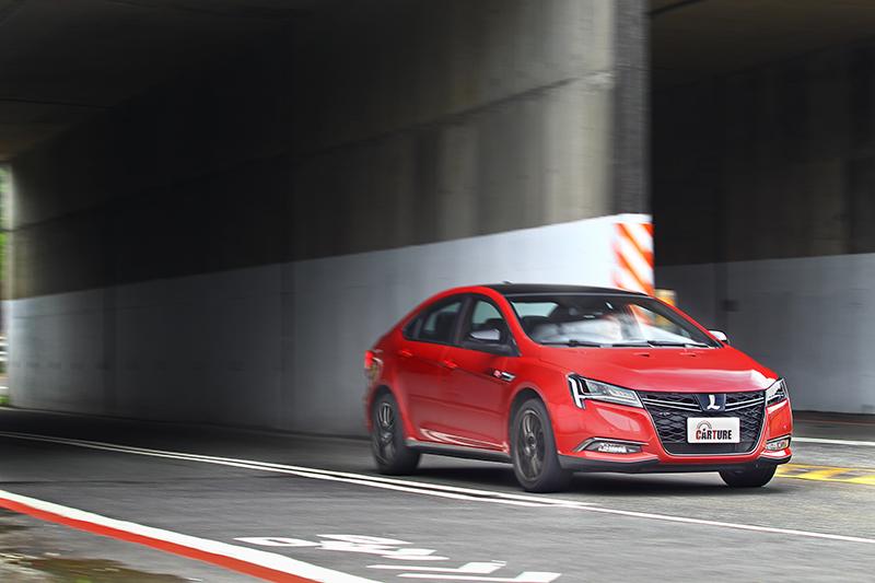 S5 GT225比起許多當代性能車更加直接且熱血。