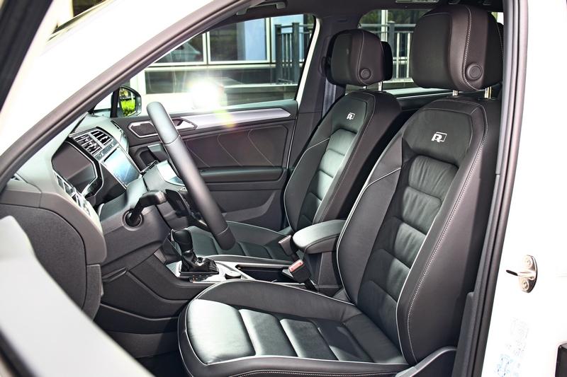 座艙與座椅在配置R-Line Performance套件下營造出性能氛圍。