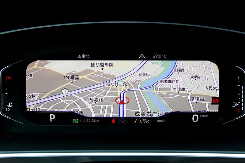 10.25吋數位儀表提供多種顯示介面。