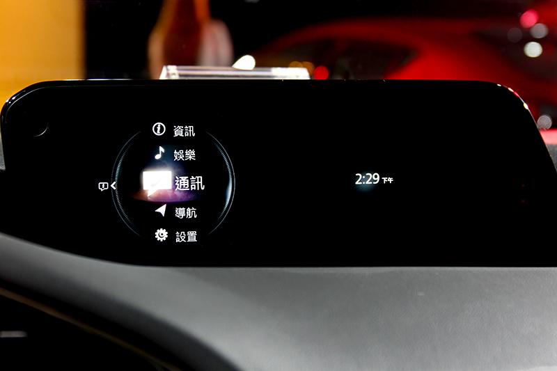 中控螢幕改為8.8吋規格,操作介面也換上新設計。