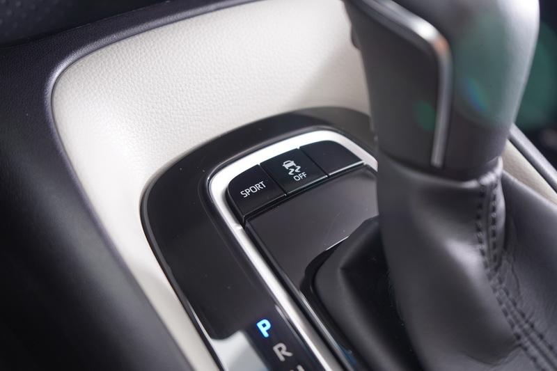SPORT駕駛模式能以更高的引擎轉速與延遲檔位時機,換取更多的馬力輸出