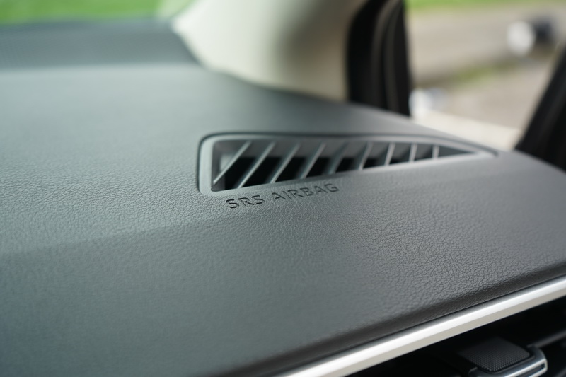 標配的7具安全氣囊能感受到Toyota對於大改款Altis的滿滿誠意