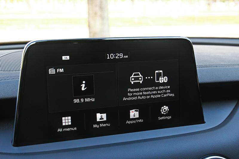 同樣配置8吋觸控螢幕並支援Carplay與Android Auto功能。