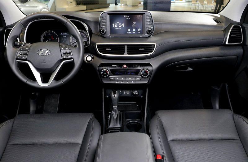 內裝部分採用8吋懸浮式觸控螢幕,具備Apple Carplay/Android Auto功能。