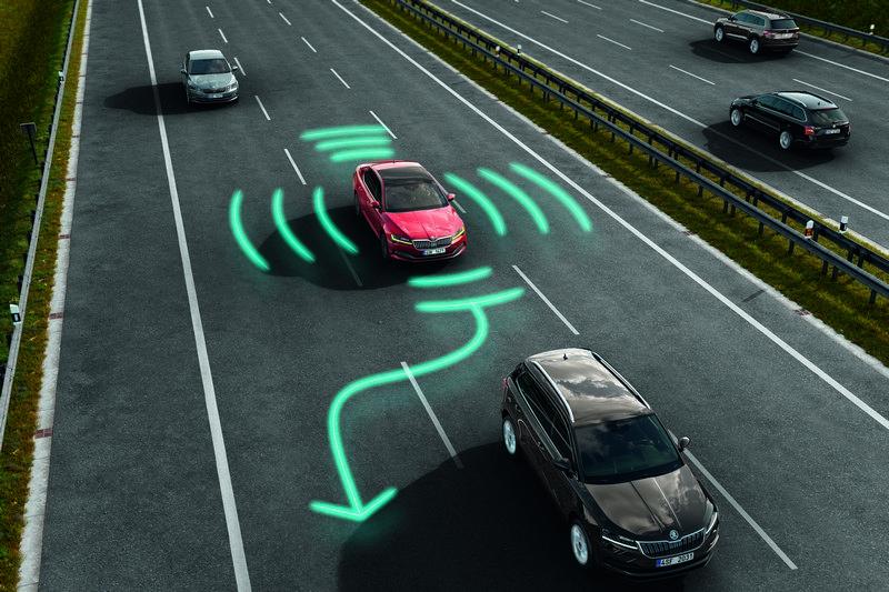 AC主動式巡航、車到維持與盲點偵測等多項安全科技皆有搭載。