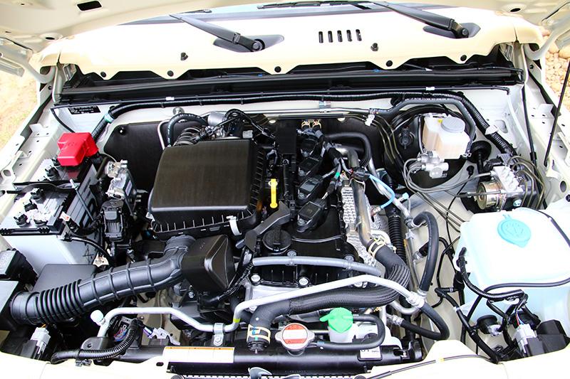 全新Jimny搭載的1.5升自然進氣引擎,可輸出102ps最大馬力與13.3kgm之最大扭力。