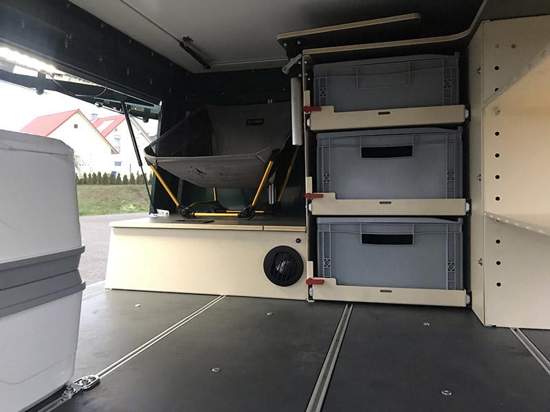 第二個置物艙的部分,買家可自由裝配所需用品。