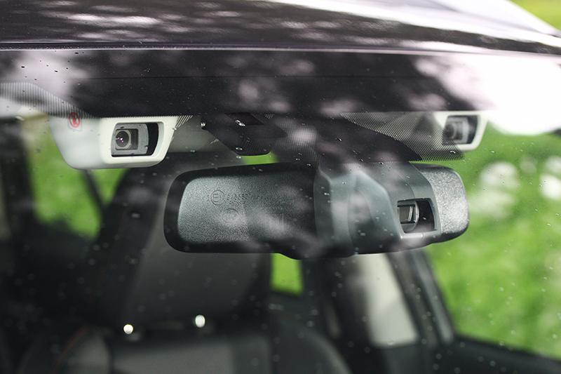 EyeSight智能駕駛安全輔助系統能夠利用兩具立體攝影鏡頭擷取三維彩色影像,擁有近似人眼的影像辨識能力。