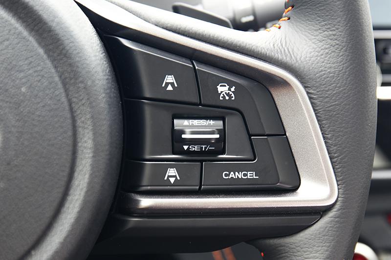 只要利用方向盤右側的控制按鍵,就能輕鬆啟用ACC主動車距控制定速巡航系統。