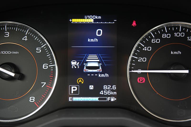 透過4.2吋中央儀錶顯示幕,可了解目前系統作動狀態以及ACC與前車的設定距離。