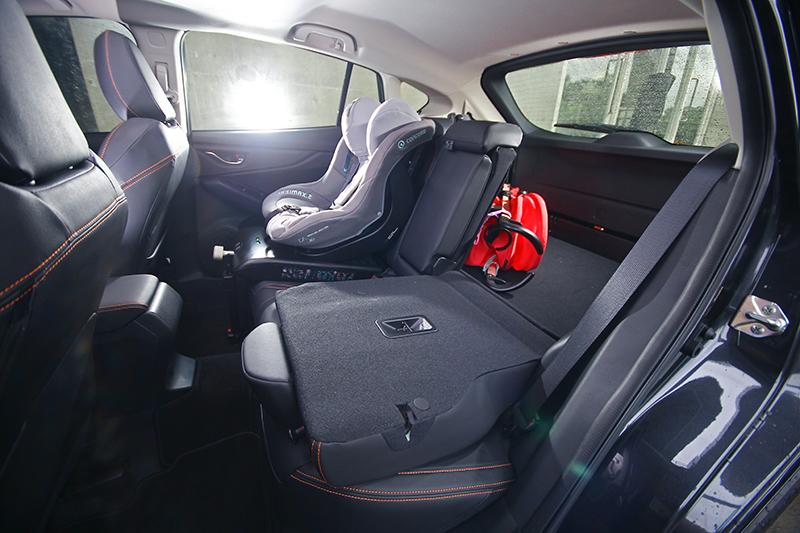 想載寶貝闔家同遊?SUBARU XV的寬裕空間讓嬰兒車與兒童座椅都有妥善安置的處所。