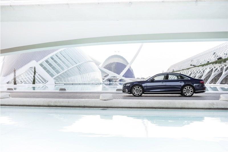 Audi A8以全新設計語彙展現極具高科技視覺張力。