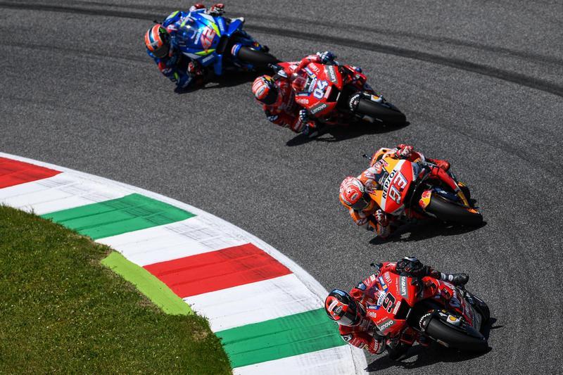 開賽五圈左右後就不斷看見Petrucci、Dovizioso、Miller、Marquez與Rins等四人相互競爭超越。