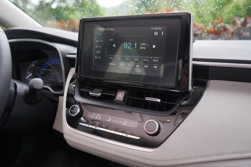 Altis Hybrid內建Toyota Drive+ Connect 智聯車載系統,可提供國道即時路況、線上問卷、愛車秘書、道路救援等功能