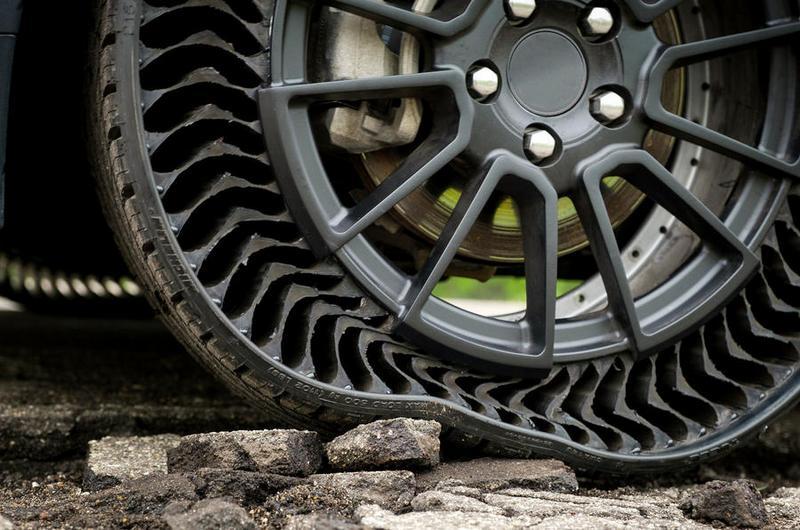米其林Uptis免充氣輪胎,其結構設計不僅免充氣也不用擔心爆胎。