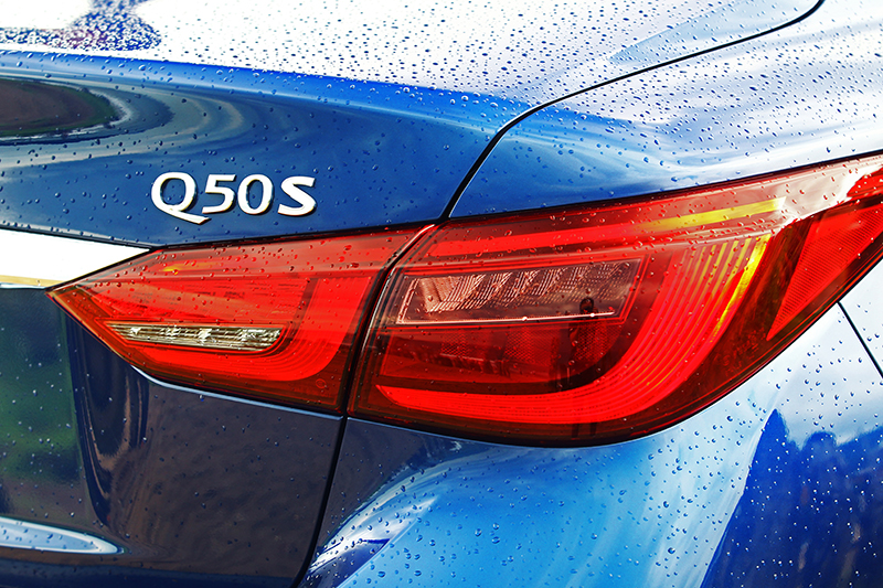 為彰顯其身分車身也配置S銘牌。