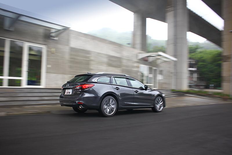G力導引控制技術+帶來平穩流暢的動態展現,讓駕者得以領略人馬一体魅力。