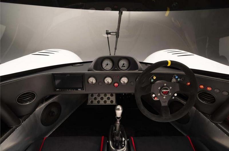不僅外觀就內裝Ultima RS都是以賽車為基礎。