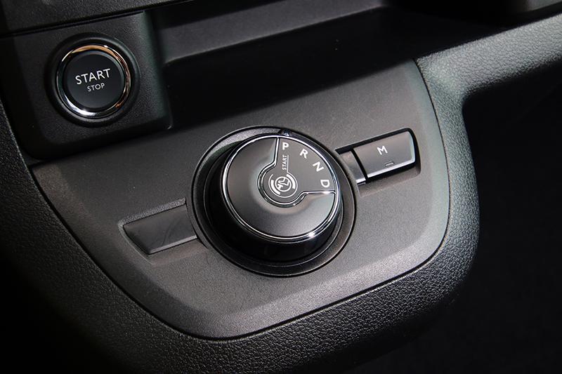 旋鈕式的排檔設計也是Traveller車內的另一項特色。