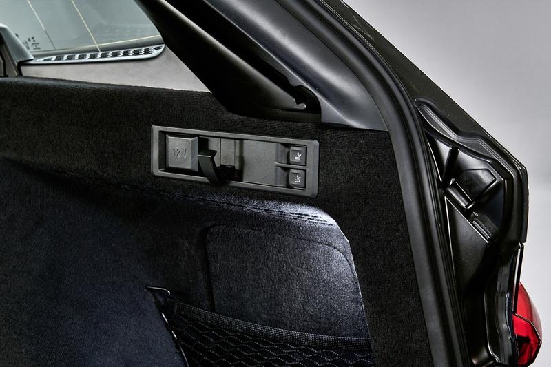 搭配電動傾導裝置於收納更顯便利。
