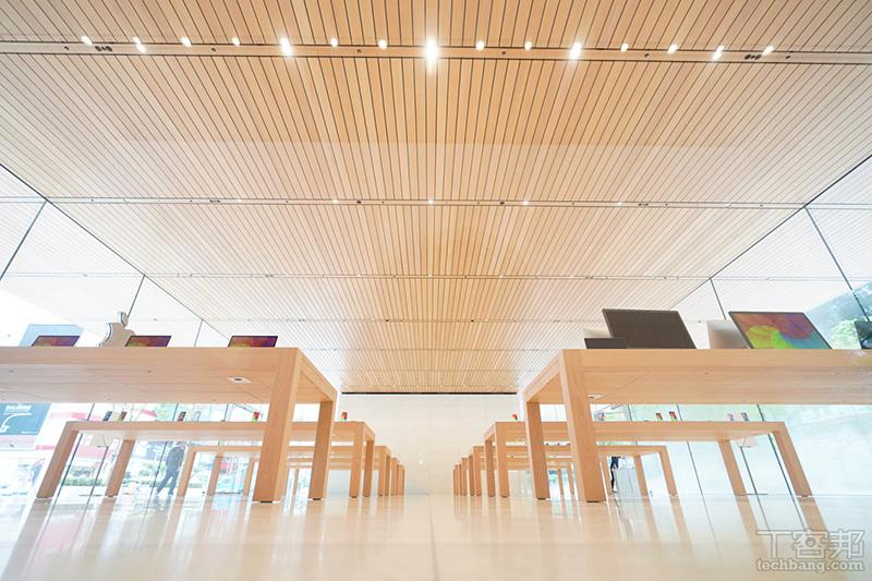 「Apple 信義 A13」一樓展示空間。