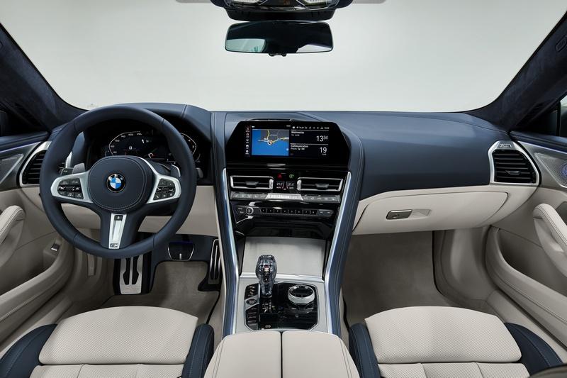 座艙與Coupe車型相同,數位儀表、10.25吋中控螢幕、水晶套件等都有所配置。