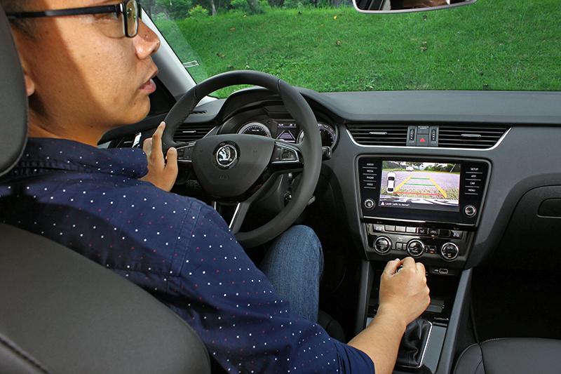 倒車顯影系統及RTA後方來車警示系統是停車障礙者的大救星!