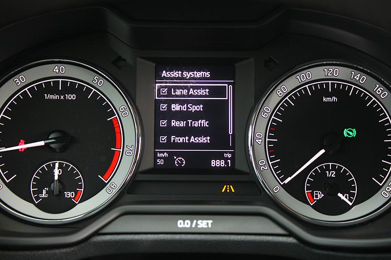 「聰明EYE」包含了當今最夯的駕馭輔助系統,讓開車更加安心且輕鬆。