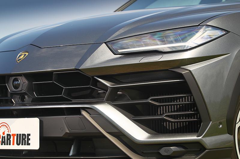 之所以醒目除了造型外,當然就是充滿著品牌元素與Lamborghini招牌。