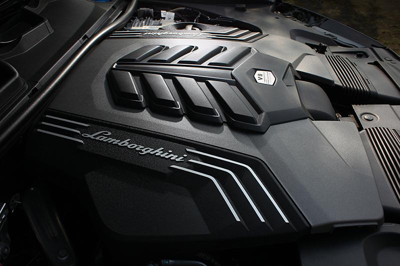 4.0升V8渦輪引擎,650hp/86.7kgm全都是超跑規格。